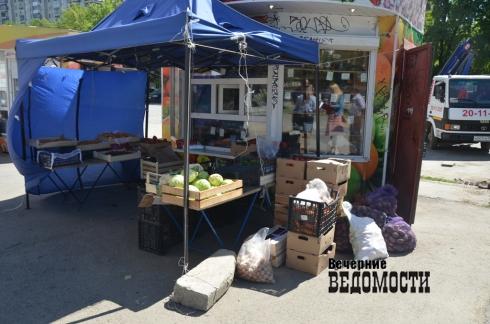 С Эльмаша и Уралмаша вывезли киоски с овощами, цветами и «молочкой» (ФОТО)