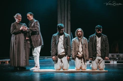 Пропустить через себя и встрепенуться: В Екатеринбурге состоялась премьера спектакля «Головлёвы»