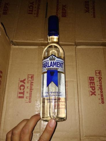 Таможенники изъяли более тысячи литров казахской водки, которую везли на свадьбу в Екатеринбург