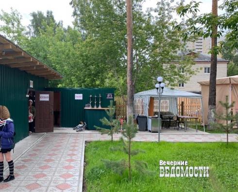 На Сортировке бизнесмены захватили территорию под летнее кафе  (ФОТО)