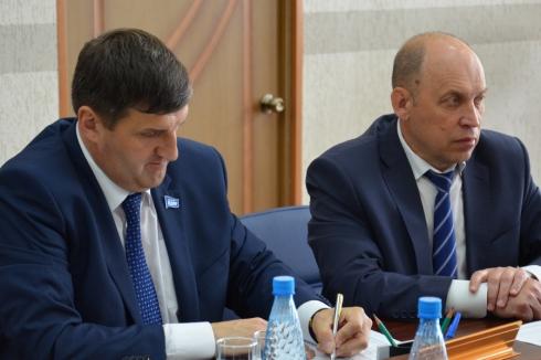 Кандидаты в губернаторы от ЛДПР и КПРФ сдали документы в избирком Зауралья