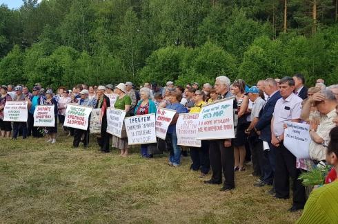 Свердловский шахтерский поселок, подтопляемый грунтовыми водами, посетили вице-губернатор и депутат Госдумы