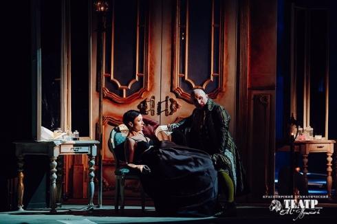 Жестокие игры в театре драмы: в Екатеринбурге прошел спектакль  «Опасные связи»