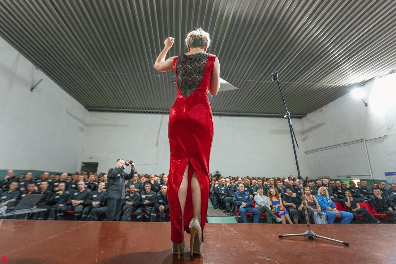 Два екатернибуржских театра показали спектакль в тагильской исправительной колонии