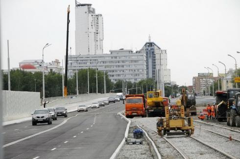 В Екатеринбурге продлили срок перекрытия Гражданской улицы из-за реконструкции Макаровского моста