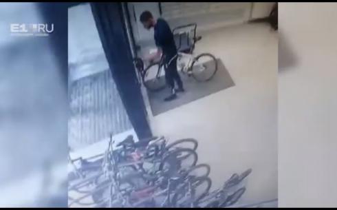В Екатеринбурге разыскивают серийного вора велосипедов