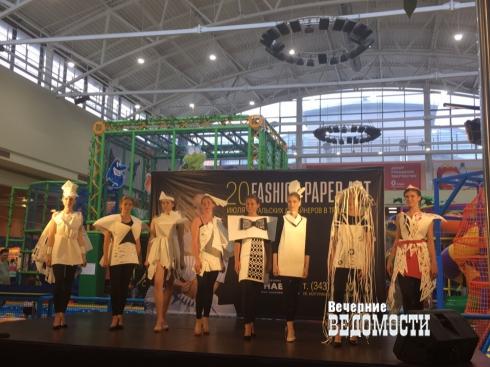 Бумажные платья и туфли: в Екатеринбурге прошел показ Fashion paper art
