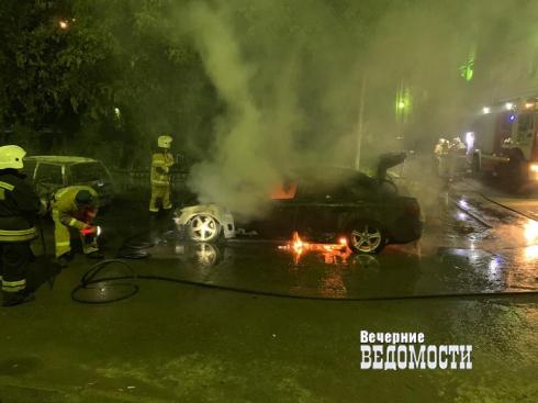 В Екатеринбурге сожгли машину борца с казино и фунфыриками