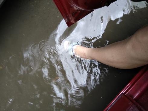 Екатеринбург утонул: ливневый дождь затопил несколько улиц города