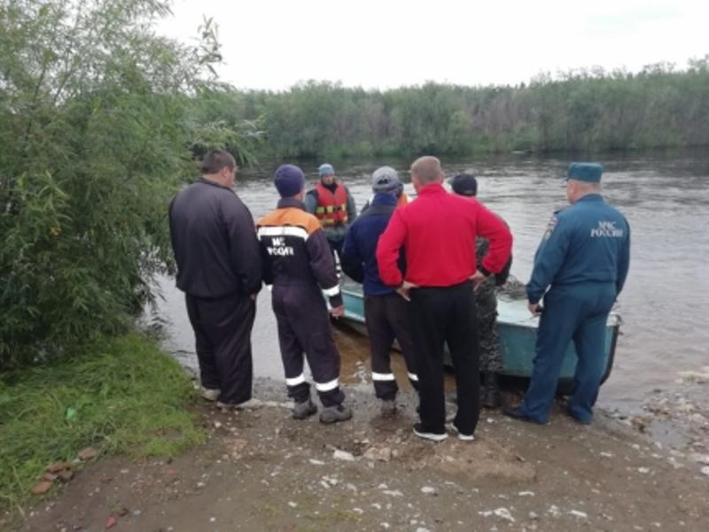 Третьи сутки продолжается операция по поиску мужчины и ребёнка лодки на севере Свердловской области