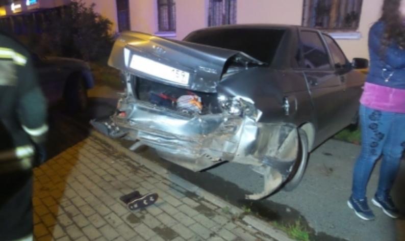 Хотели выпендриться, да не вышло: в Екатеринбурге подростки на машине родителей устроили массовое ДТП