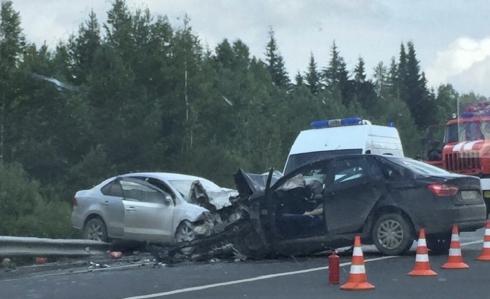 Из машин вытаскивали выживших: на трассе Пермь – Екатеринбург в ДТП погибли два человека