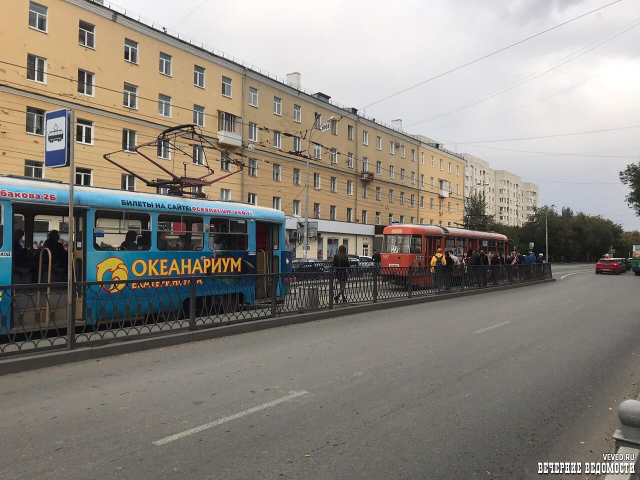 В Екатеринбурге 8 Марта встали трамваи из-за обнаружения подозрительной сумки в вагоне