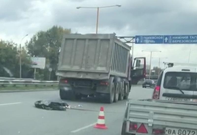 В Екатеринбурге на Объездной автодороге грузовик Volvo раздавил пешехода