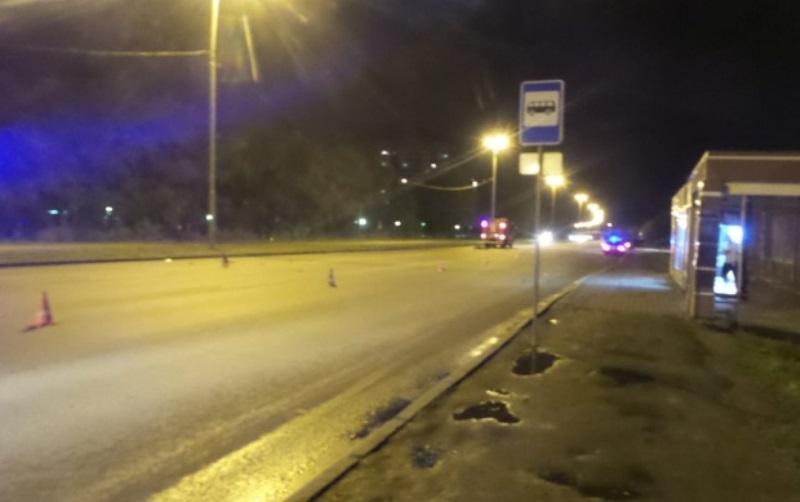 В Екатеринбурге на дублере Сибирского тракта байкер сбил пешехода. Оба погибли