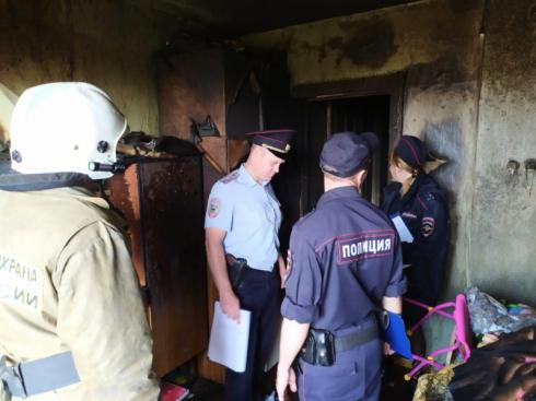 Погибли две девочки, их мама в больнице: в Свердловской области загорелась квартира