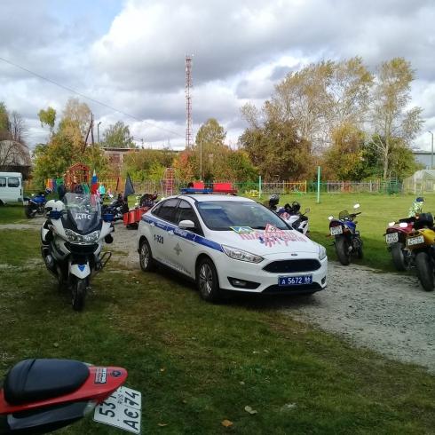 Свердловская ДПС и байк-клуб «Ночные волки» провели акцию безопасности для воспитанников детского дома