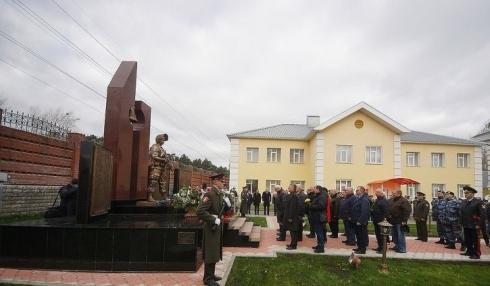 В уральской столице открылся памятник военным, пожертвовавших жизнью ради исполнения служебного долга