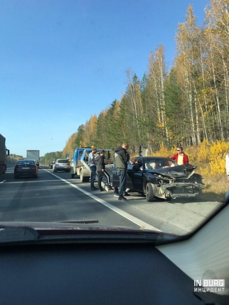 В Екатеринбурге на Московском тракте одновременно произошло два ДТП