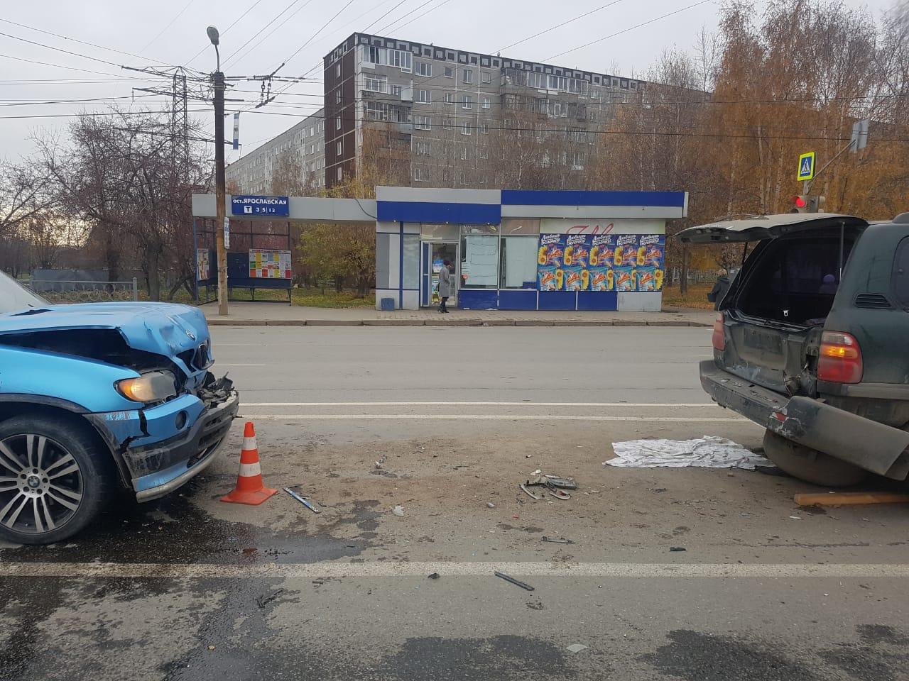 На Уралмаше при столкновении иномарок пострадали двое детей