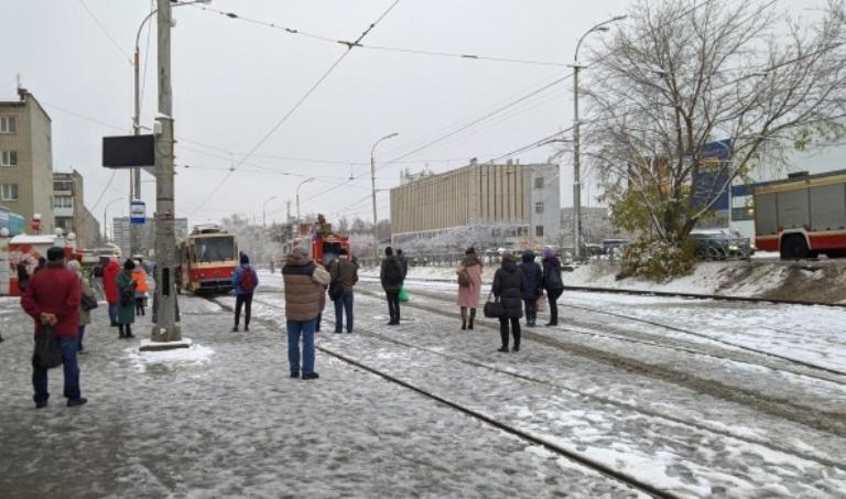 В Екатеринбурге на ЖБИ загорелся трамвай