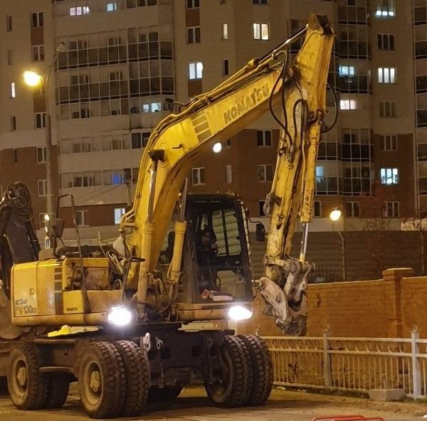 В Екатеринбурге на улице Краснолесья во время замены труб погибли двое рабочих