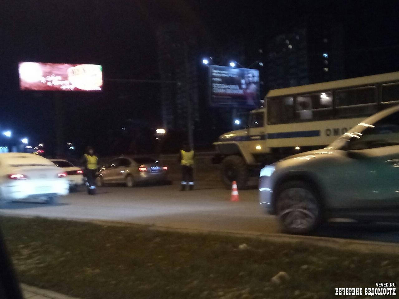 Ночью в Екатеринбурге полиция и ОМОН занимались отловом угонщиков
