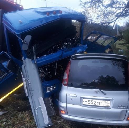 На Ново-Московском тракте мусоровоз столкнулся с двумя иномарками