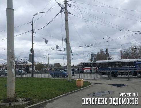 В Екатеринбурге на Уралмаше образовалась пробка из трамваев