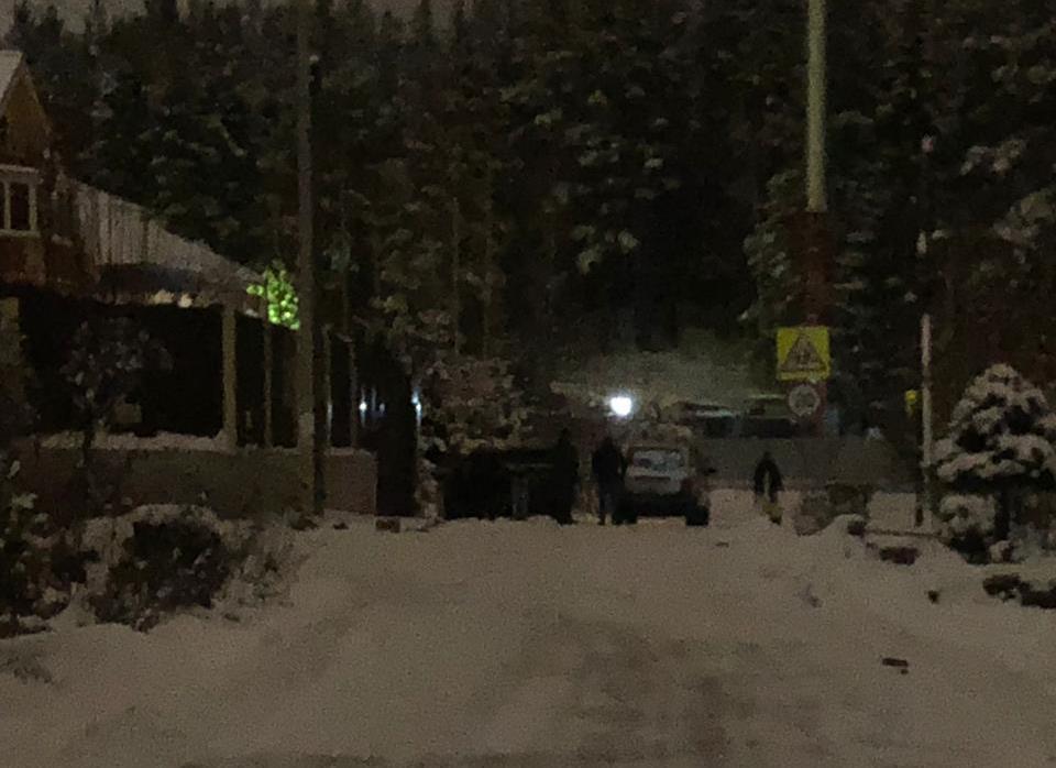 В элитном свердловском поселке возле школы случилась стрельба