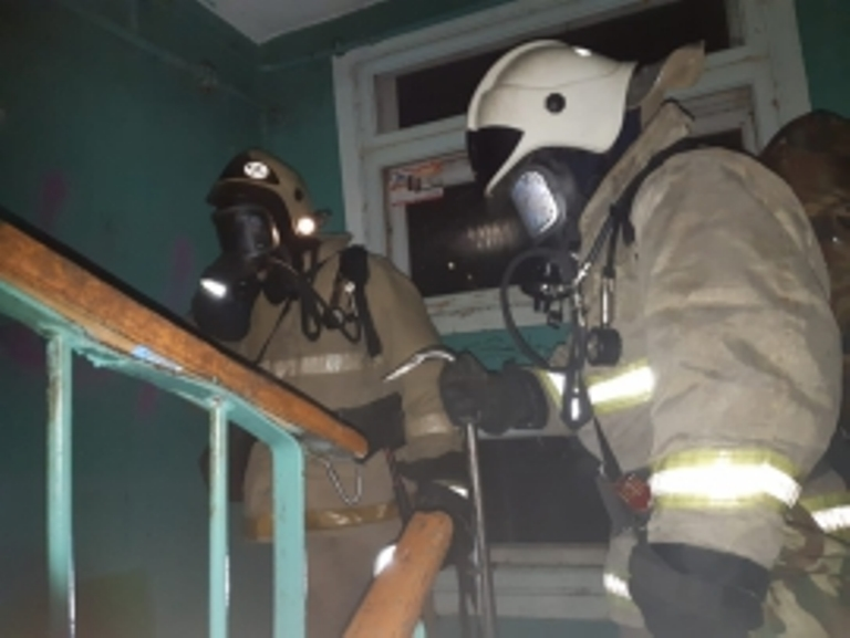 В Свердловской области из-за пожаров в жилых домах эвакуировали жителей