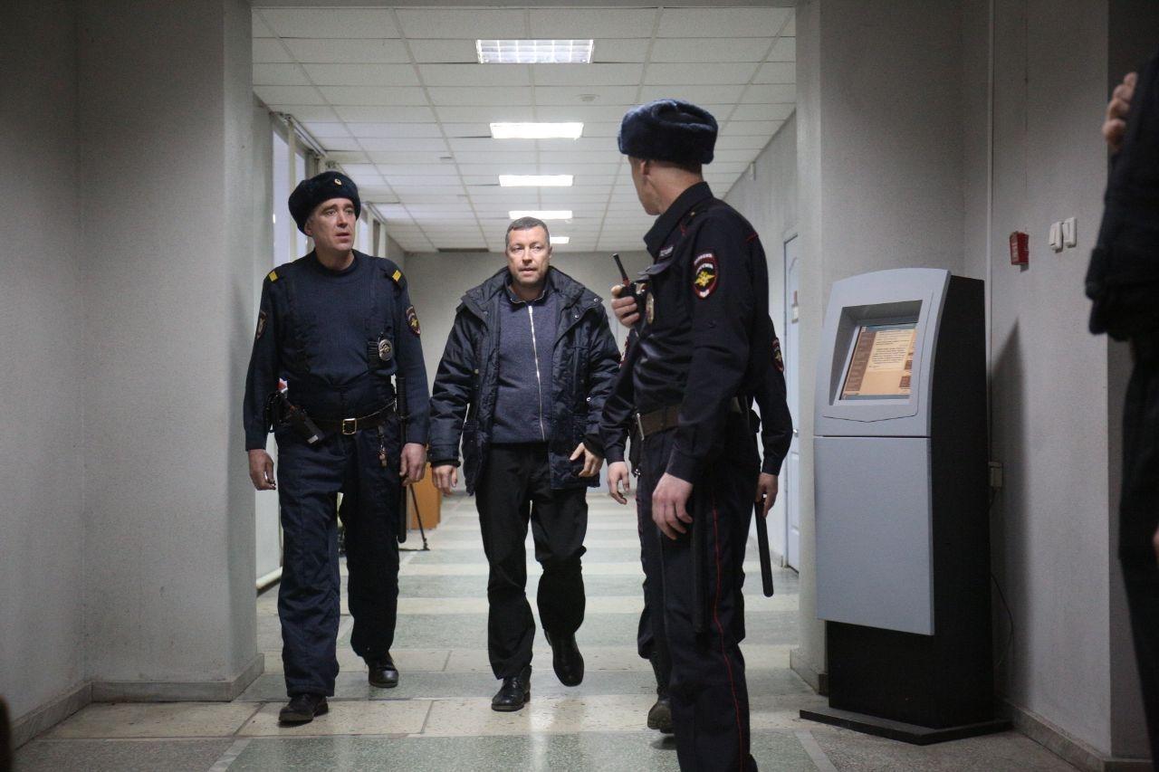 Замглавы свердловского СК отправили под домашний арест