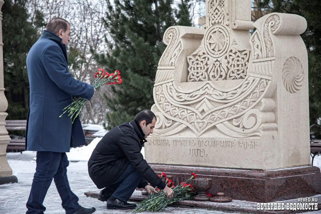 В Екатеринбурге почтили память жертв разрушительного землетрясения в Армении