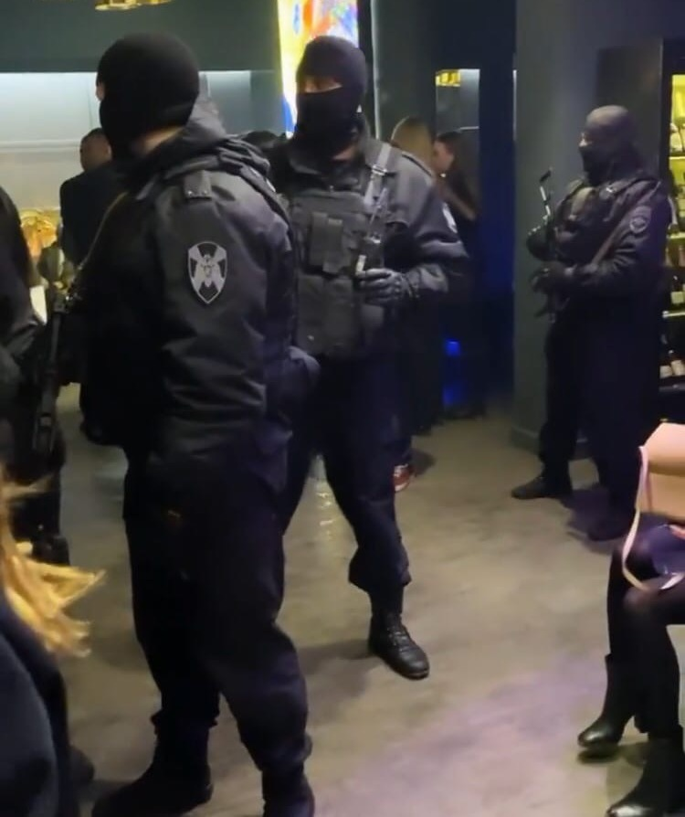В екатеринбургский бар нагрянул ОМОН с оперативниками
