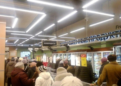 На ЖБИ в Екатеринбурге собралась огромная очередь из-за открытия «Гиперболы»