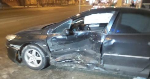 В Екатеринбурге столкнулись две иномарки. Есть пострадавший