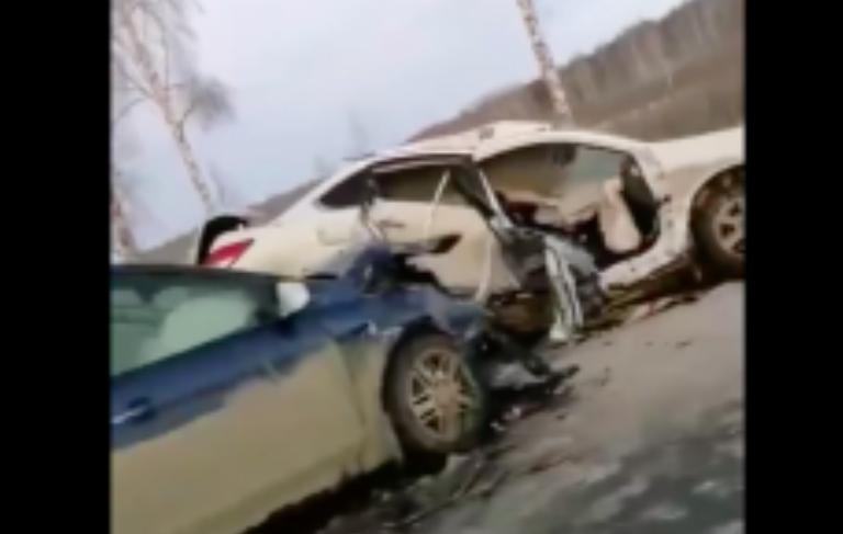 На трассе Свердловской области произошло массовое ДТП