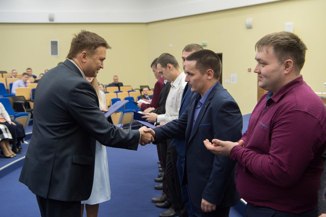 В Техническом университете УГМК вручили дипломы первым бакалаврам