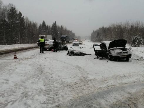 Под Екатеринбургом в ДТП погибли два человека