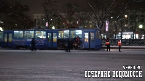 В Екатеринбурге трамваи встали в пробку из-за пакета