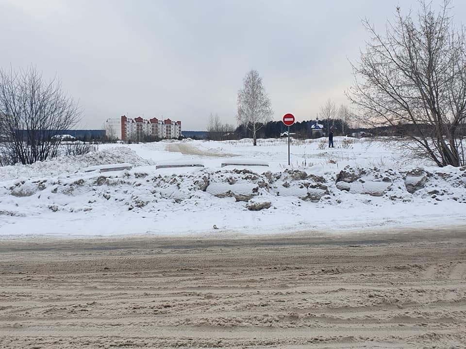 Власти уральского города заблокировали дорогу к храму, чтобы не ремонтировать её