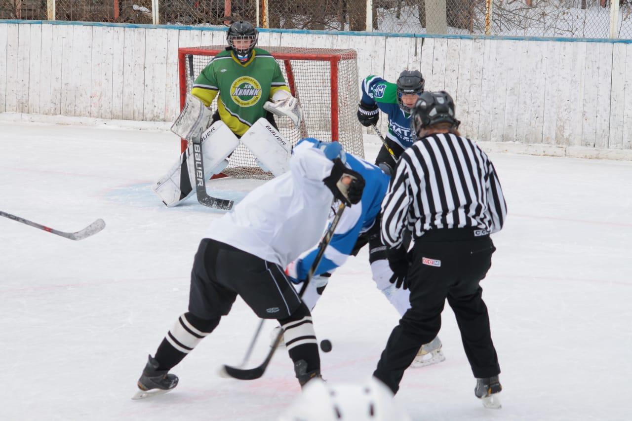 Команда ветеранов ГУФСИН выиграла хоккейный турнир в честь памяти известного командира уральского СОБР