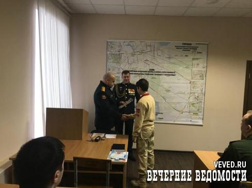 В столице Урала юнармейцев поблагодарили за помощь в задержании преступника