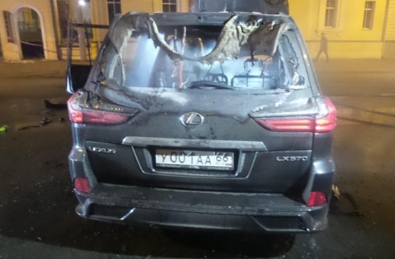 В Екатеринбурге Lexus насмерть сбил человека и загорелся