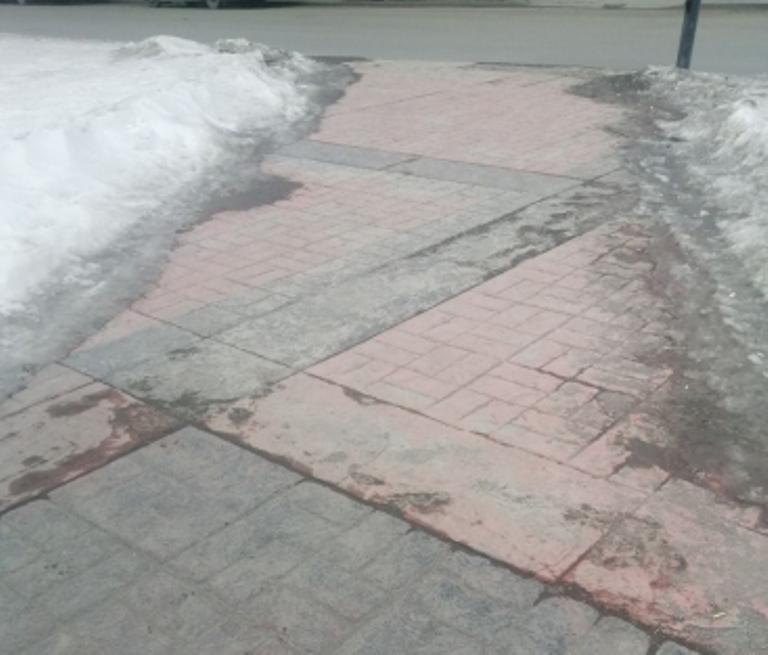 Супрематический крест в Екатеринбурге не пережил уральскую зиму