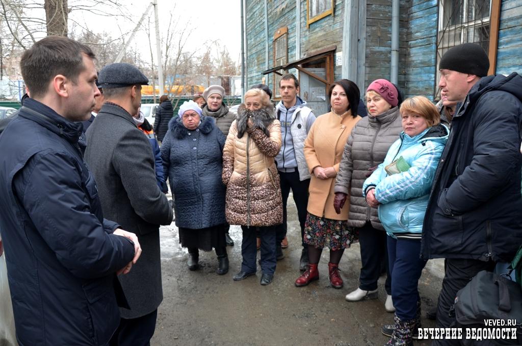 Председатель гордумы и сотрудники прокуратуры встретились с погорельцами на Уралмаше