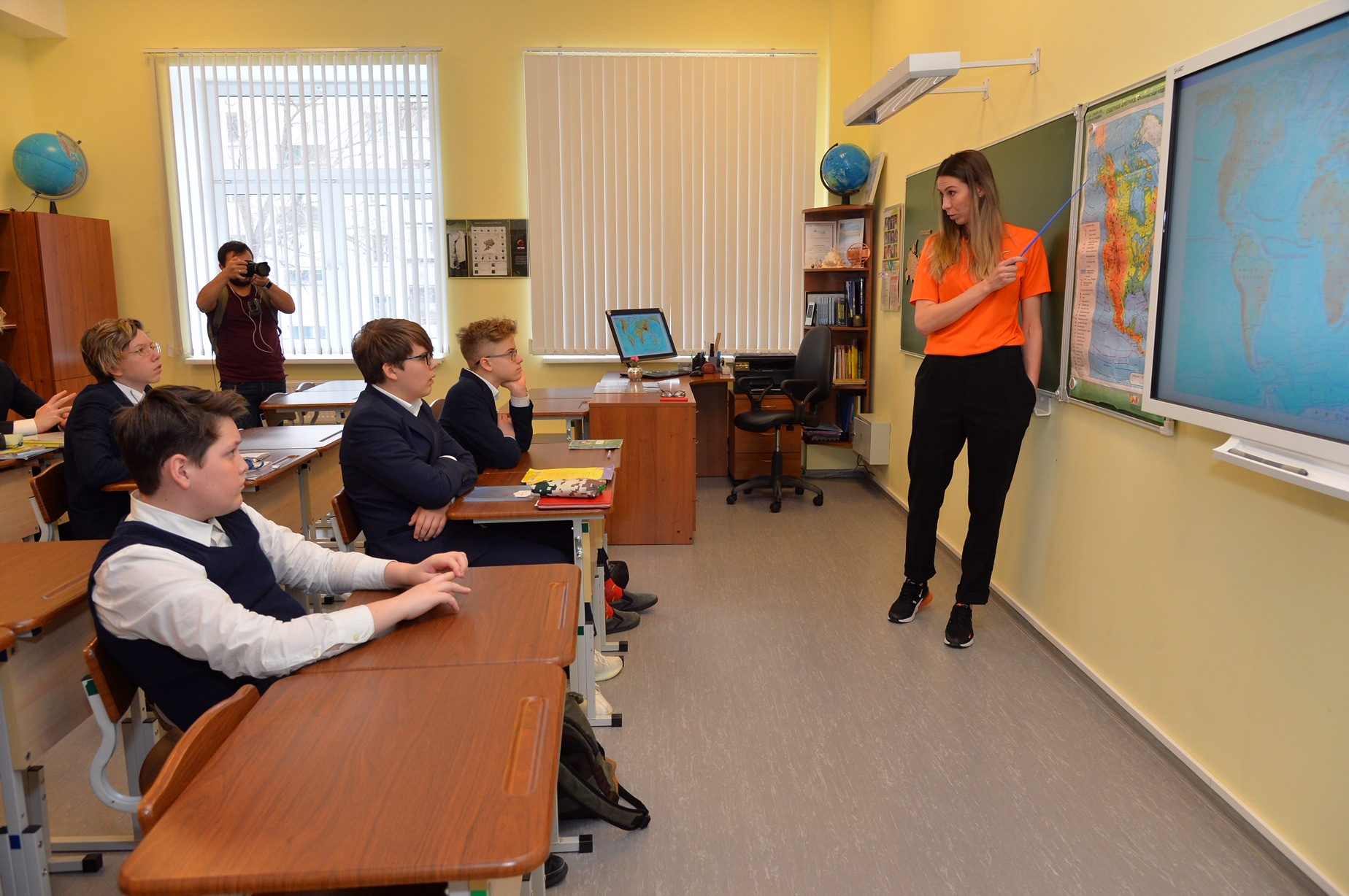 Баскетболистки УГМК провели уроки географии, французского и английского языка