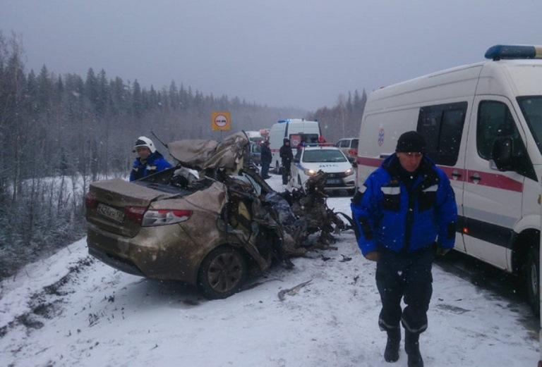 На свердловской трассе произошло массовое ДТП. Три человека погибли