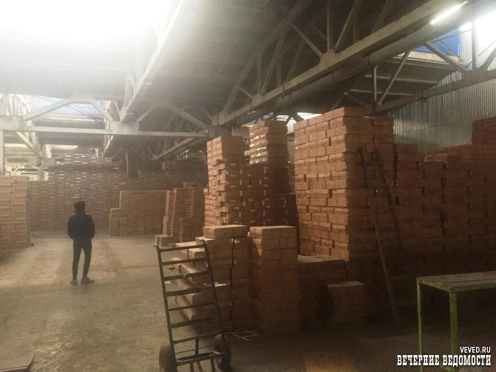 В Богдановиче по решению суда закрыли общежитие, куда изолировали прибывших на Урал китайцев