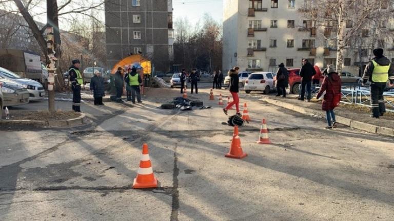 В Екатеринбурге мусоровоз насмерть сбил дедушку